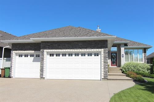 59 Kingsmoor Close, St. Albert. 1542sqft 3 bed, 3 bath bungalow. $829,000.