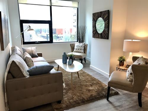 Gallery Image livingroom2-july2017-green-reflection.jpg