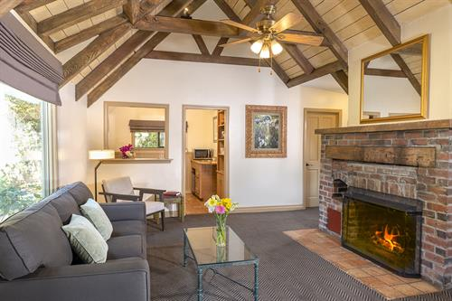 Gallery Image PPIV_Deluxe_Cottage_Living_Room_Web.jpg
