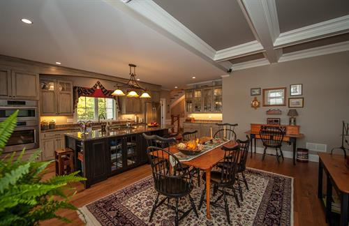 Gallery Image Mtn_Ridge_dining_and_kitchen_2.jpg