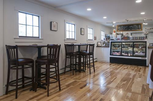Deli with locally sourced food and beer
