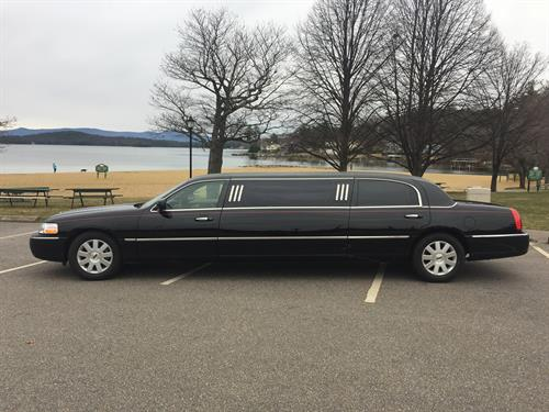 Gallery Image Lincoln_Town_Car_Limousine.jpg