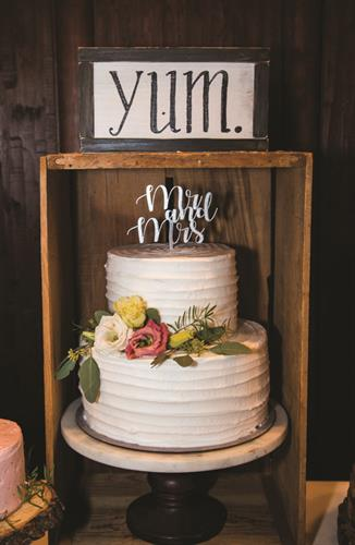 Borger's Cakes & Bakes; image by Through the Pines Photography