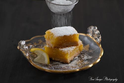 Lemon bars with sprinkled powdered sugar