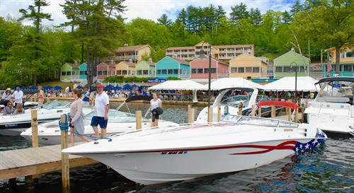 Come by boat or car to the NazBar & Grill.