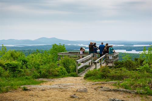 Visitors at the scenic vista (photo by Outdoor Project contributor Stephanie Graudons)