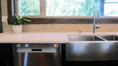 Gallery Image kitchen_window_s.jpg