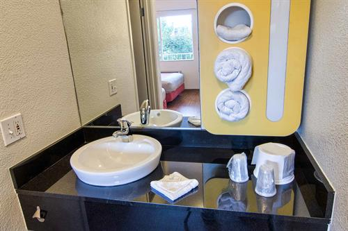 Gallery Image m6_Motel6X267_bathroom30.jpg