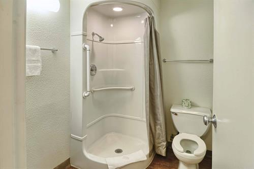 Gallery Image m6_Motel6X267_bathroom31.jpg
