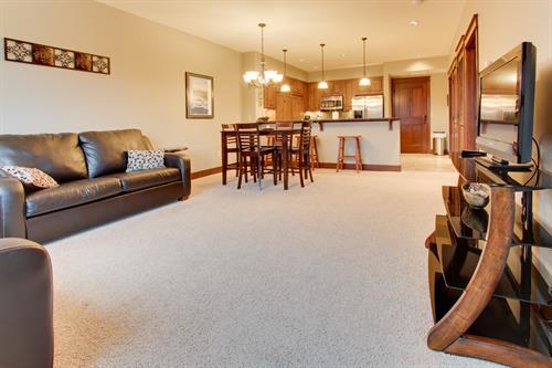 Modern home in walkable complex near Spokane River!