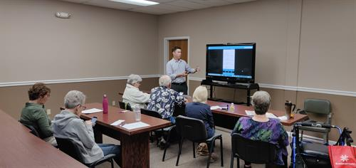 Monthly smartphone class at Lake City Center
