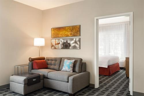 Gallery Image TownePlace_Suites_Dubuque_Downtown_-_1_Bedroom_Suite_1_Q_with_Sofa_-_1359749.jpg