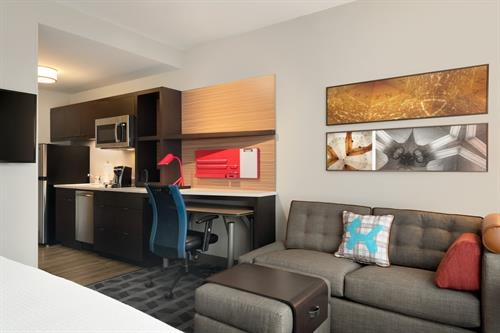 Gallery Image TownePlace_Suites_Dubuque_Downtown_-_1_K_with_Sofa_Guestroom_-_1359738.jpg
