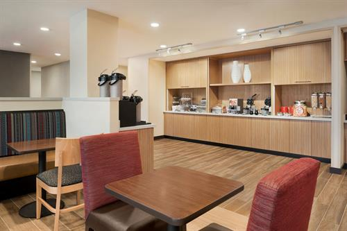Gallery Image TownePlace_Suites_Dubuque_Downtown_-_Breakfast_Area_-_1359689.jpg