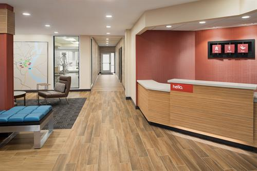 Gallery Image TownePlace_Suites_Dubuque_Downtown_-_Front_Desk_-_1359702.jpg