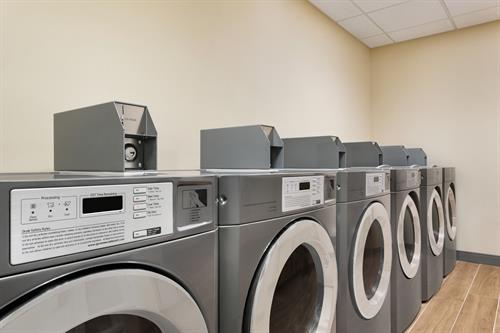 Gallery Image TownePlace_Suites_Dubuque_Downtown_-_Guest_Laundry_-_1359704.jpg