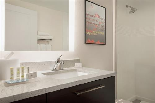 Gallery Image TownePlace_Suites_Dubuque_Downtown_-_Guestroom_Bathroom_-_1359739.jpg