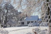 Gallery Image house_in_snow_small.JPG