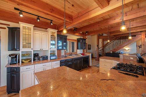 Gourmet kitchen at Highland's Hideaway