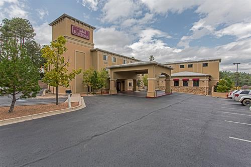Hotel located in heart of downtown ruidoso entertainment district.