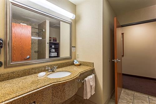 Bathroom of 2 room suite