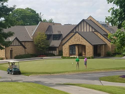 Clubhouse & Putting Green