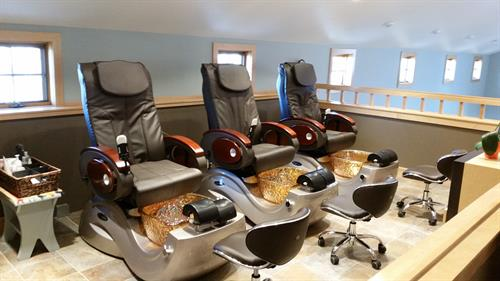 Relaxing pedicure thrones