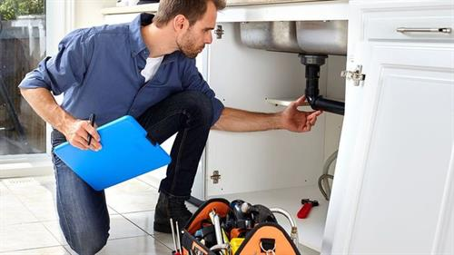 Gallery Image man-doing-home-inspection_2x.jpg