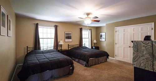 Gallery Image the-ridge-bedroom-1.jpg