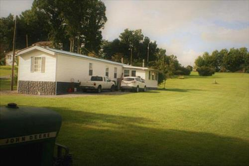 30 ACRES - LEWISBURG. Manufactured home 3BR/2BA, perfect for a small family.
