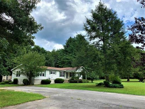 BEAUTIFUL PRIVATE SETTING - 3BR/2BA, FEW STEPS TO NAT'L FOREST!