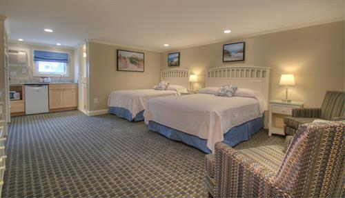 Standard room with queen and double beds