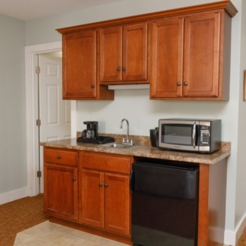 Room with a Wet Bar in the White Rose