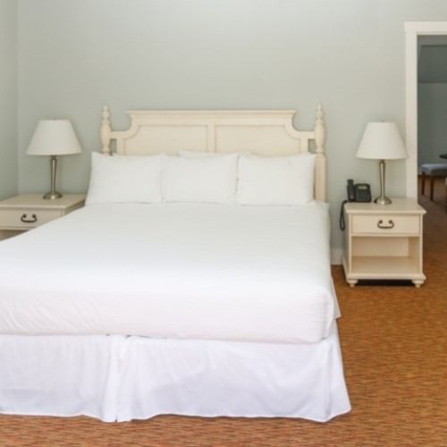 Room with a King Bed in the White Rose