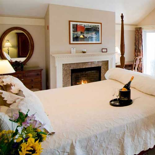 Romantic suites with jacuzzis, fireplaces in Ogunquit
