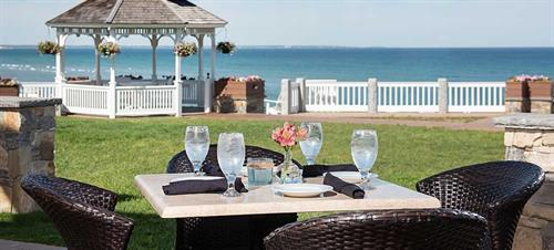Gallery Image dining-surfpoint.jpg