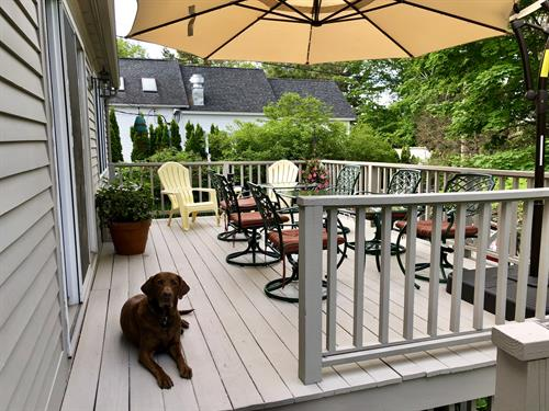 Large deck for our guest to enjoy