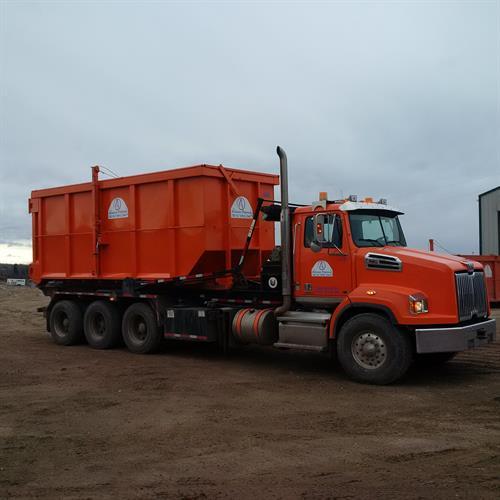 tri axle roll off truck