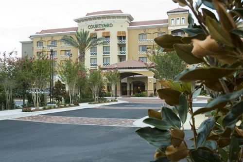 Gallery Image Marriott_CourtyardEntrFLAT.jpg