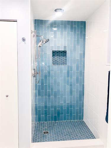 """Alice Blue"" Glass Shower"