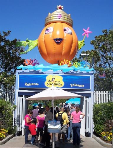"Giant Inflatable ""Penelope"" for Sea World"