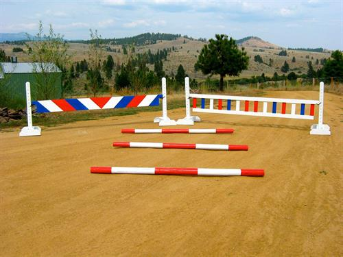Jumps, standards, cavallettis, and ground poles can be painted in any color with multiple design patterns.