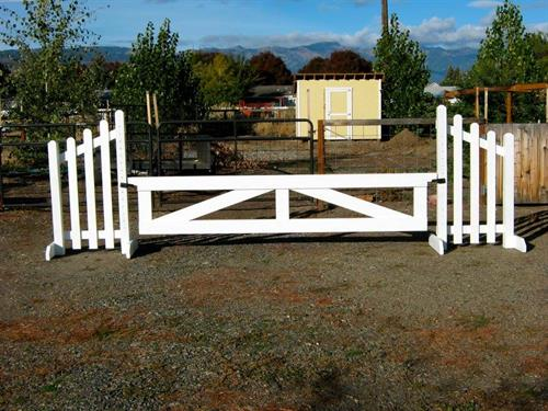 "(24""x10' gate jump on 5' wing standards)"