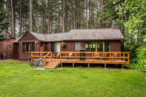 Lake Creek Lodge