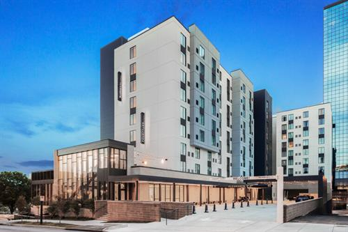 Gallery Image Downtown_Knoxville_Residence_Inn_Courtyard.jpg