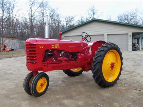 2016 Extravaganza tractor - Massey 30