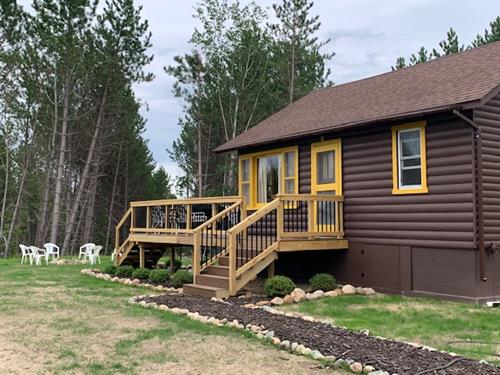 Gallery Image New_image_front_of_cabin_4.JPG