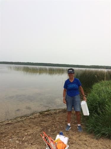 Starry Trek 2018 HC COLA Volunteer checking for Starry Stonewort and other AIS..