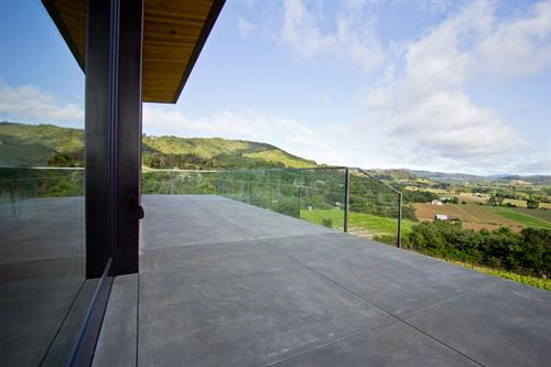 Glass Railing doesn't obstruct view