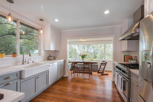 Gallery Image Kitchen_View_to_Breakfast_Nook.jpg